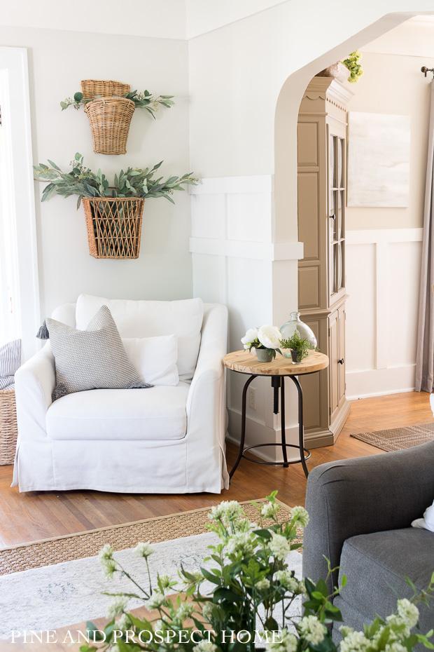 Clean, cozy summertime decor